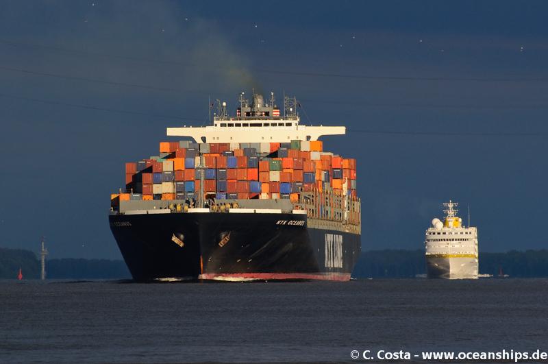 NYK Oceanus & Hamburg01